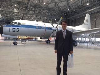 をします。 「航空機産業の情報発信」「航空機産業をベースとした産業観光の強化」「次世代の航空機産業を担う人材育成の推進」の3つがコンセプトです。 展示エリアの目玉は 戦後日本が初めて自主開発した旅客機YS-11 戦前に開発した零式艦上戦闘機(展示は52型甲)。 その他 オリエンテーションシアター サイエンスラボ 職業体験などの楽しいコンテンツがいっぱいあります!