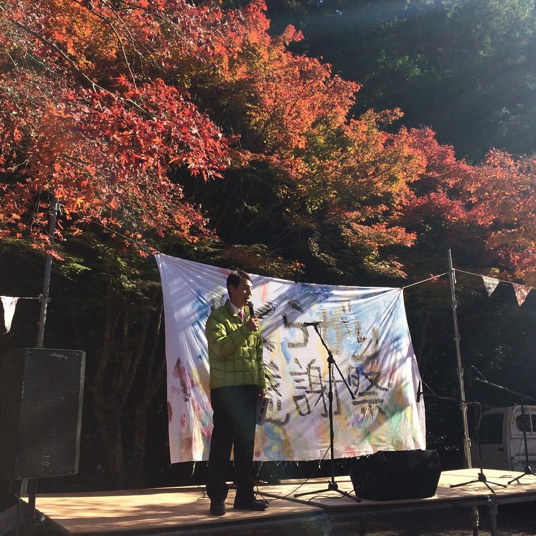 食材を使用した、くらがり食堂やライブステージでおもてなしをしてくれます。足湯もあります! 美川中学校からの世界一大きな絵も展示されています。紅葉も見頃です。