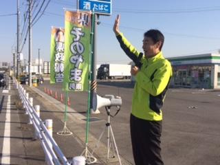 スタートです! 爽やかな天候となり県政報告も気持ちいいですね ダウンジャケットは必要ありません 幸田町も人口が増加中で元気な町です