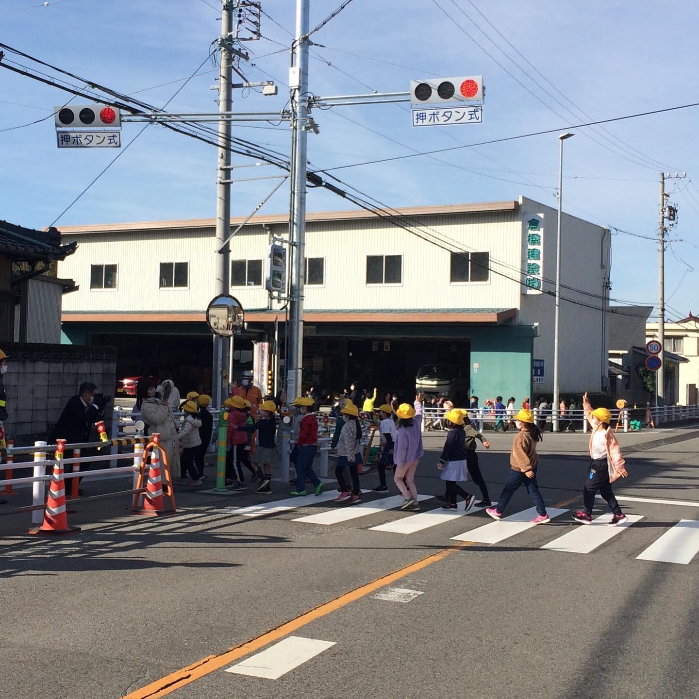 れました。 児童生徒の通学路の利便性も良くなり、住民の方々も合わせ、安心して横断できるようになりました。